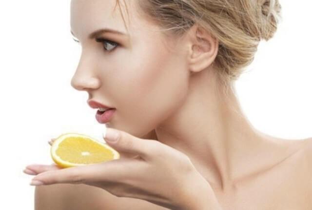 Lemon Honey Remedy to Get Rid of Dark Lips 2